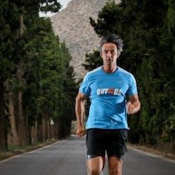 Στηρίζουμε την προσπάθεια του Άγη Εμμανουήλ, ο οποίος θα τρέξει από την Αθήνα έως τη Γλασκώβη!