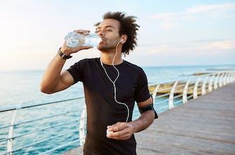 Ασύρματα ή ενσύρματα ακουστικά στο τρέξιμο; Τι να διαλέξω;