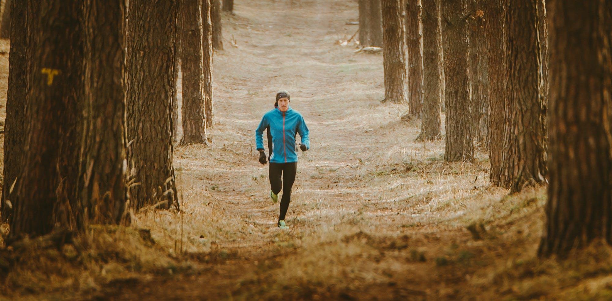Γιατί το να τρέχουμε μόνοι μας είναι πιο δύσκολο;Tι απαντά η επιστήμη