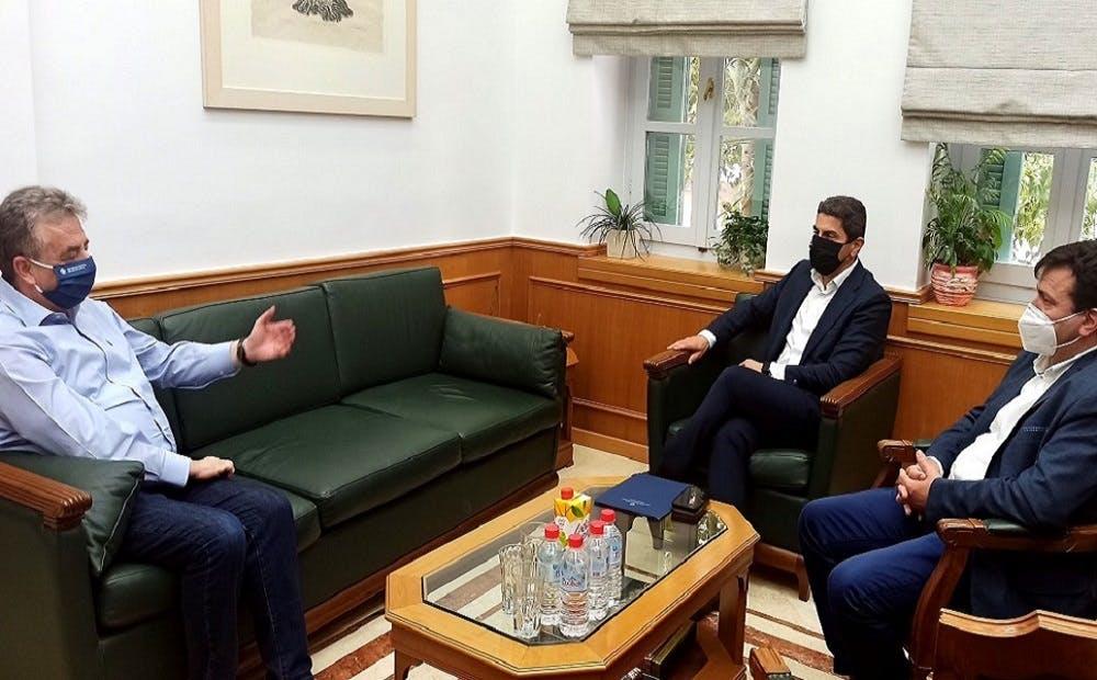 Διεθνείς αγώνες και ενίσχυση αθλητικών υποδομών στην Κρήτη στην «ατζέντα» Υφυπουργού - Περιφερειάρχη
