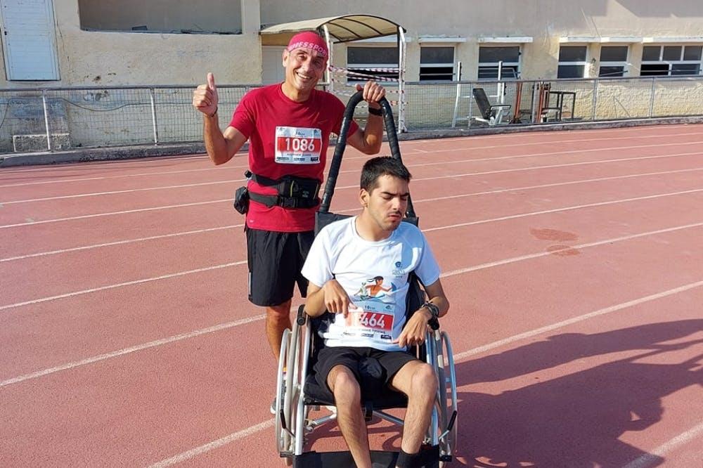 Οι δύο ξεχωριστοί φίλοι που έλαβαν μέρος στα 10 χιλιόμετρα του Μαραθωνίου Κρήτης