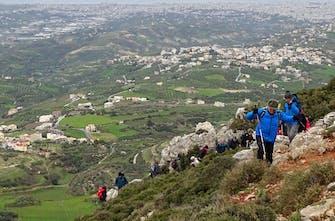 Εξερευνώντας τα μονοπάτια της Ελλάδας: Πεζοπορία στο όρος Γιούχτας