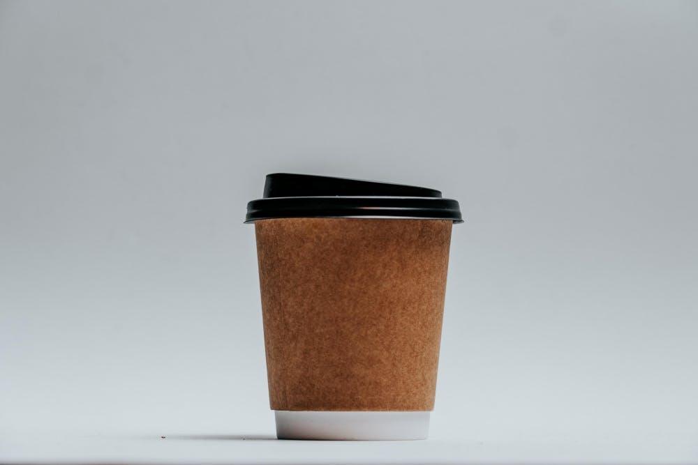 Γιατί είναι λάθος να πίνουμε καφέ μόλις ξυπνήσουμε