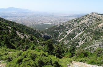 Εξερευνώντας τα μονοπάτια της Ελλάδας: Πεζοπορία στην Πάρνηθα (Pics)