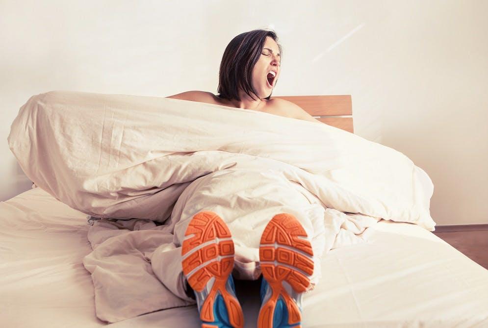 Γιατί ξυπνάω κουρασμένος; Τι λένε οι έρευνες και πως το αντιμετωπίζω