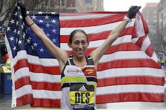 Συνέτριψε το παγκόσμιο ρεκόρ των 50χλμ η Desiree Linden