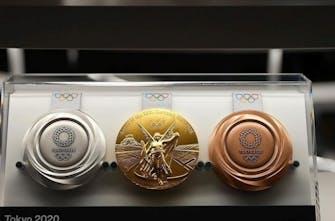 Τα πολυπόθητα μετάλλια των 32ων Ολυμπιακών Αγώνων με... άρωμα Ελλάδας