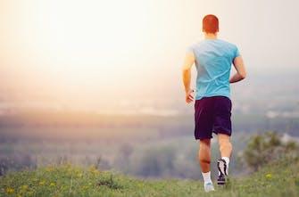Ο απίστευτος μηχανισμός που κρατά τον άνθρωπο όρθιο ενώ τρέχει