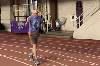 Έτρεξε 90 γύρους για να γιορτάσει τα 90ά γενέθλιά του!