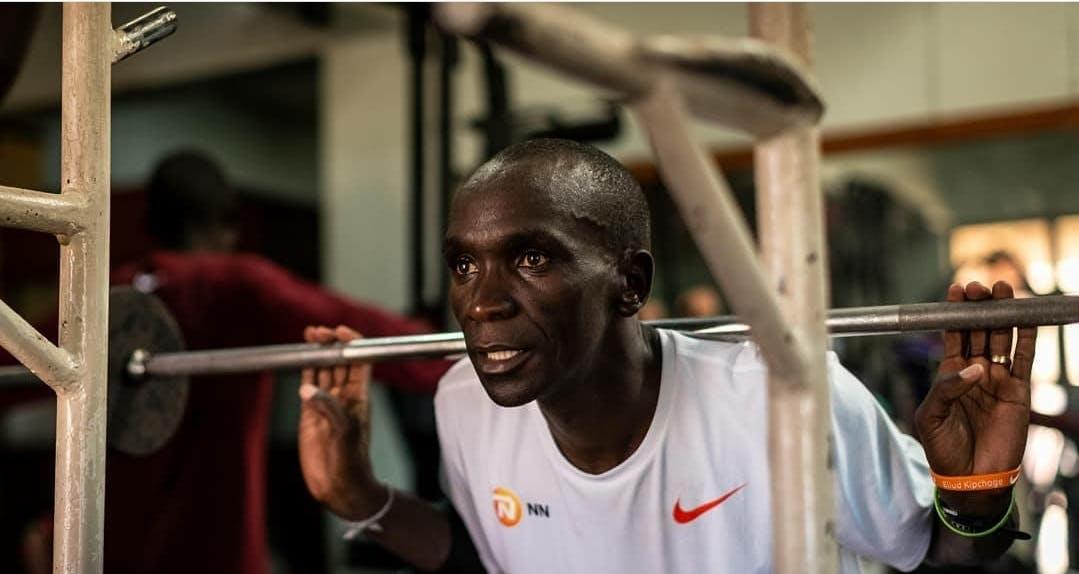 """Προπόνηση με βάρη: Γιατί όλοι οι αθλητές αντοχής πρέπει να """"μπαίνουν"""" γυμναστήριο"""