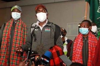 «Ήσυχη» υποδοχή για Kipchoge και άλλους αθλητές κατά την επιστροφή τους στην Κένυα (Vid)