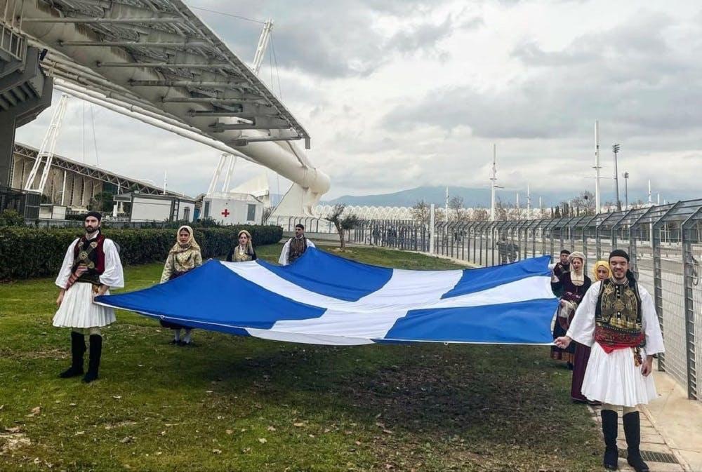 Η Ελλάδα γιορτάζει και η πρώτη σημαία του ανεξάρτητου ελληνικού έθνους κυματίζει στο ΟΑΚΑ (Vid)