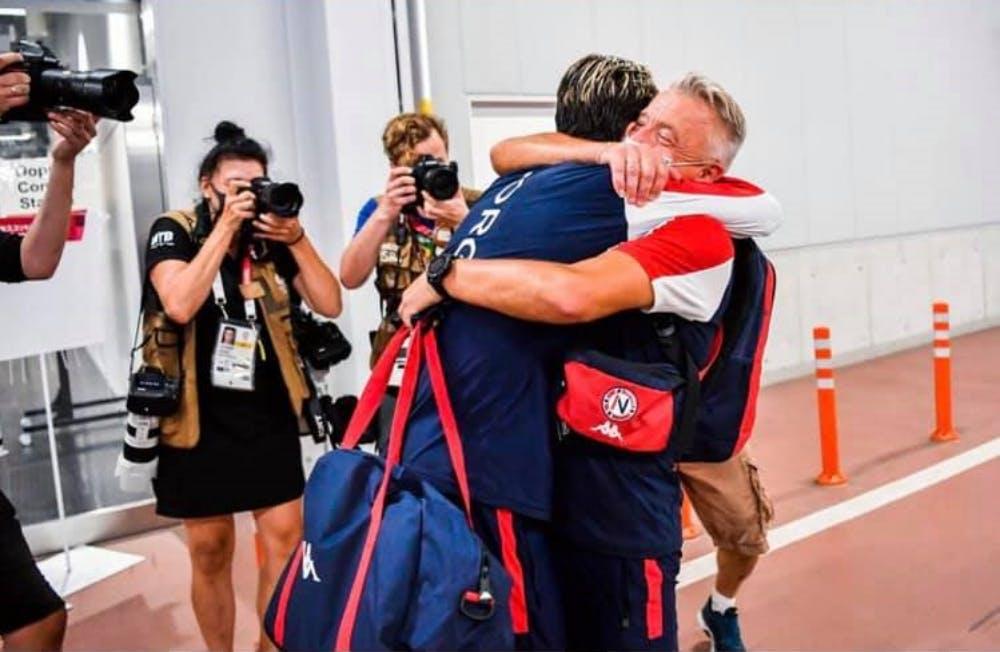 Ingrebritsen: Η «χρυσή» αγκαλιά με τον πατέρα-προπονητή (Vid)