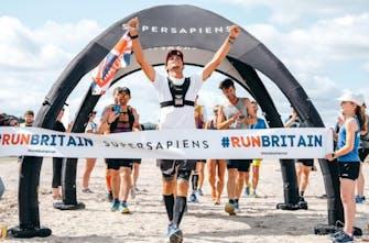 Έτρεξε 200 μαραθωνίους σε 128 ημέρες σε όλη την ακτή της Βρετανίας!