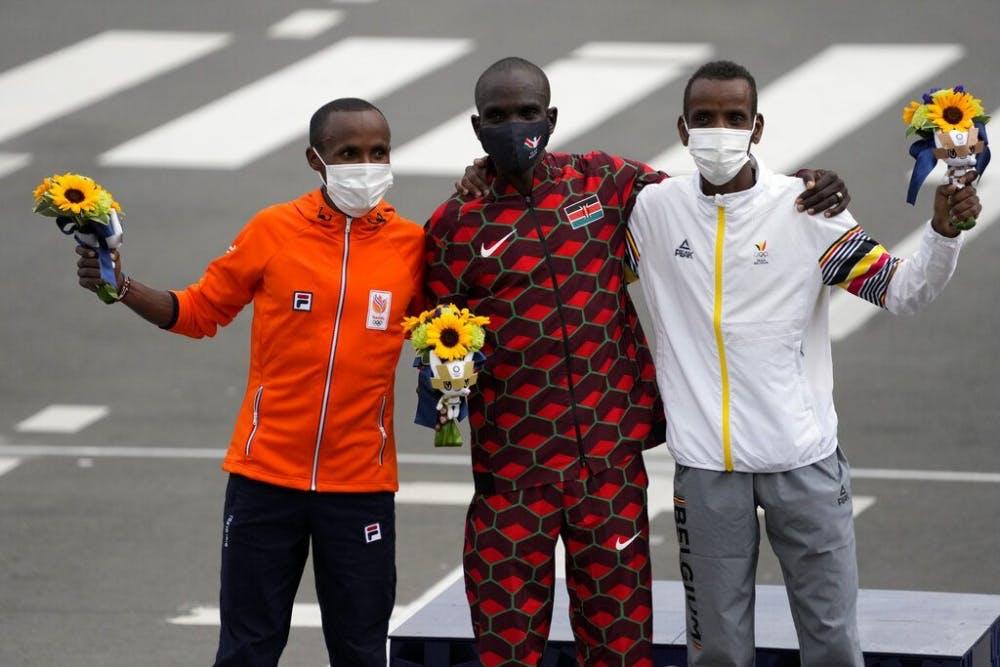 Η στιγμή του τερματισμού του Kipchoge στον μαραθώνιο των Ολυμπιακών Αγώνων (Vid)