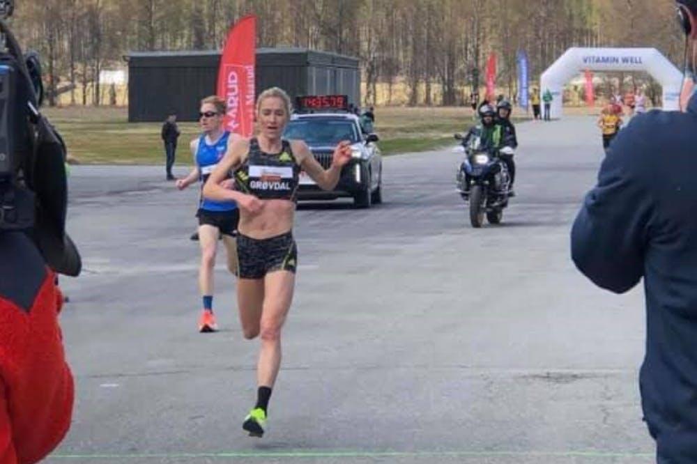 Η Grøvdal κατέρριψε το παγκόσμιο ρεκόρ δρόμου στα 5 χιλιόμετρα με 14.39!