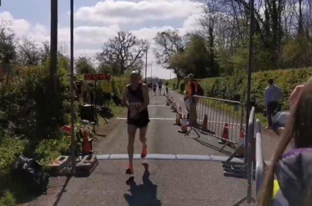 Νέα μεγάλη επίδοση από τον 62χρονο Hughes με 2:32:48 στο Cheshire Μarathon
