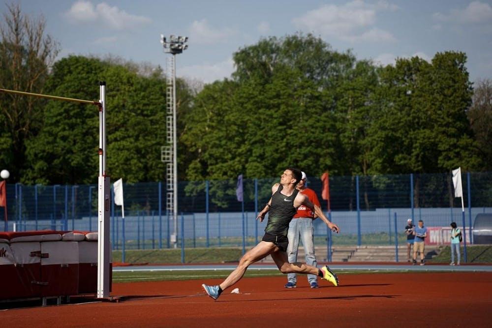 Καλύτερη επίδοση στον κόσμο με άλμα 2,37 από αθλητή ύψους 1,79 μ.!