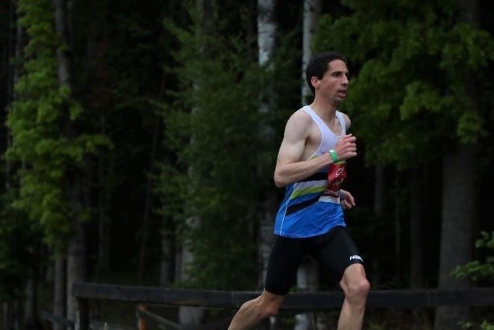 Δεν σταμάτησε την προσπάθειά του κάτω από βροχή, κρύο και υγρασία και κατάφερε να τερματίσει εντός του Ολυμπιακού ορίου!