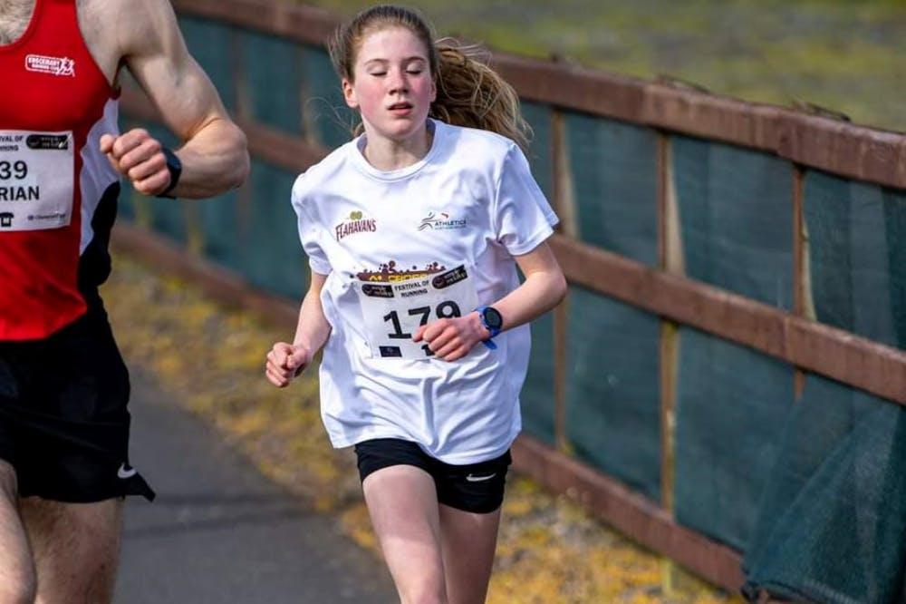 12χρονη σπάει το παγκόσμιο ρεκόρ στα 5 χιλιόμετρα για την ηλικία της