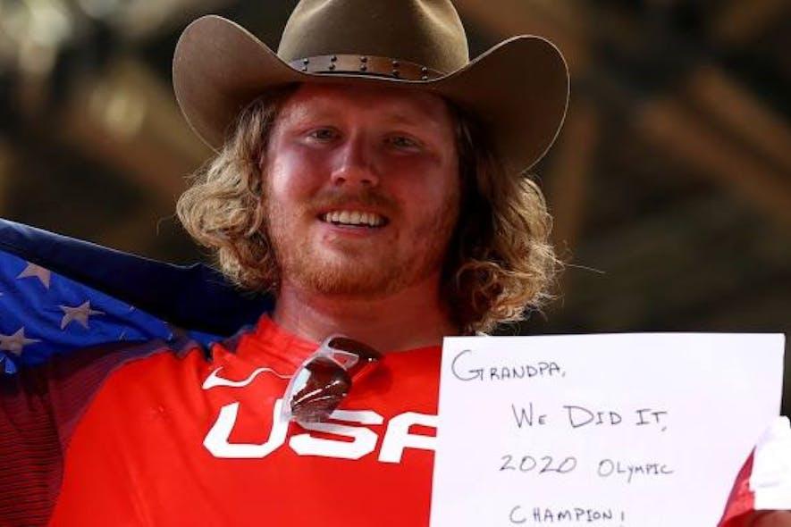 Απίστευτος Crouser έκανε τρία Ολυμπιακά ρεκόρ και αφιέρωσε το χρυσό στον παππού του