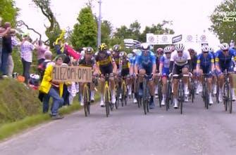 Το Tour de France αποσύρει την αγωγή για τον θεατή που προκάλεσε την σύγκρουση