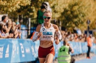 Απίστευτη Flanagan: Στο 38ο χλμ. προσπερνούσε αθλητές σαν να ήταν σταματημένοι! (Vid)