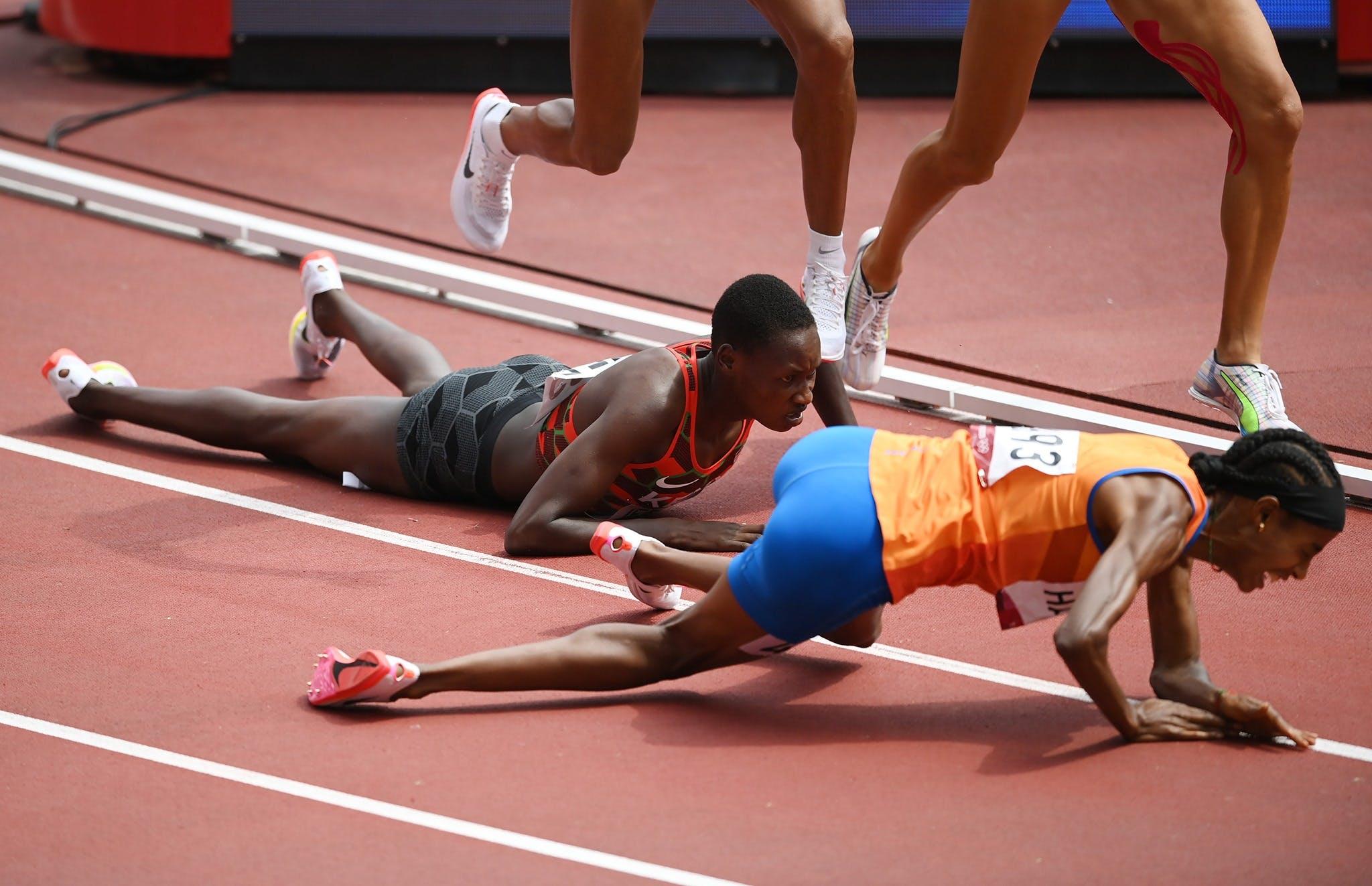 Απίστευτη κούρσα από τη Χασάν: Έπεσε στον τελευταίο γύρο στα 1500μ. και τερμάτισε πρώτη (Vid)