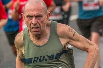 Νέο παγκόσμιο ρεκόρ στον ημιμαραθώνιο από τον 61χρονο Tommy Hughes!