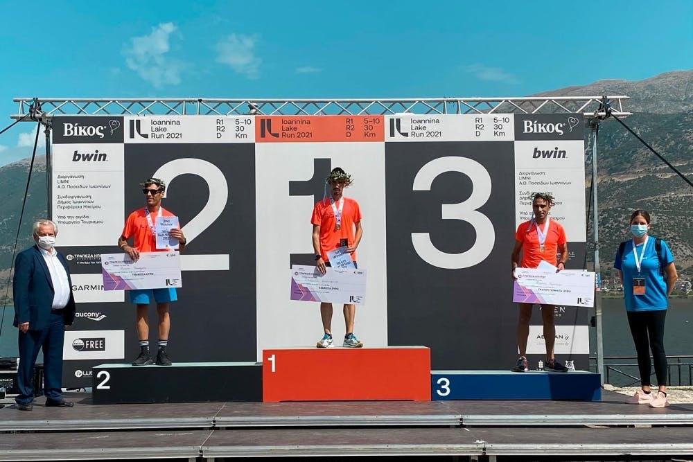 Ο Κωνσταντίνος Σταμούλης και η Γκλόρια Πριβιλέτζιο νικητές στα 30 χιλιόμετρα του Ioannina Lake Run!