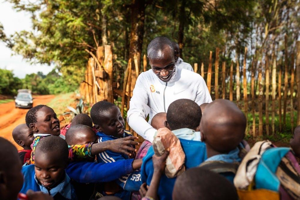 Ο Kipchoge ξεκίνησε το δικό του ίδρυμα για να βοηθήσει παιδιά που το έχουν ανάγκη