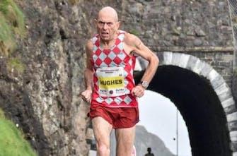 Συνεχίζει να «σπάει» τα κοντέρ ο εκπληκτικός 61χρονος Tommy Hughes με 2:30 στον Μαραθώνιου στο Λονδίνο
