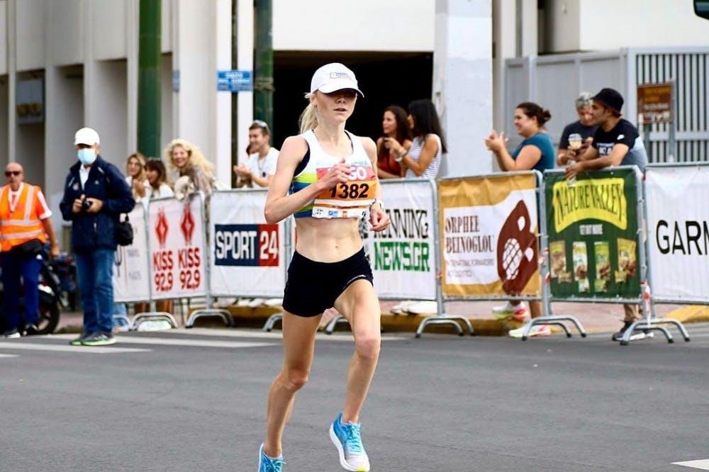 Κέρδισε τον Ημιμαραθώνιο της Αθήνας και έμεινε Ελλάδα για διακοπές τρέχοντας! (Vid)